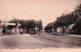 CPA 17 ROYAN  Boulevard De La GRANDIERE , Passage Du Train - Royan