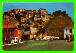 VALPARAISO, CHILI - PLAZA ADUANA Y ASENSORES ARTILLERIA -  GAZ STATION - CODA Y CIA , EDITORES - - Chili