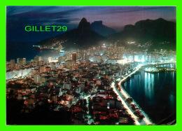 RIO DE JANEIRO, BRÉSIL - VISTA NOTURNA DO LEBLON COM LAGOA RODRIGO DE FREITAS - CIRCULÉE EN 1960 - - Rio De Janeiro