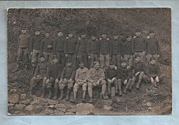 Carte Photo - Militaria - A Situer - Groupe De Soldats - Caporal Avec Croix De Guerre 14-18 - Chiffre 42 Sur Col - Régiments