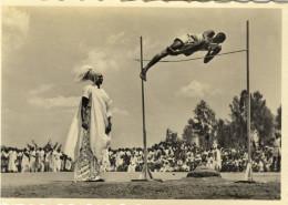 PHOTO 7.5x10.5 (ruanda)   Sauteur Mutussi Avec Roi Du Ruanda - Ruanda-Urundi