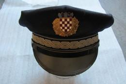 Képi De Militaire Ou De Gendarme Ancien - Cascos