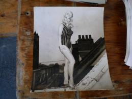 Mannequin Big Format Daily Mirror London  Keystone Press Agency - Pin-ups
