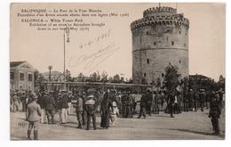 SALONIQUE - LE PARC DE LA TOUR BLANCHE - EXPOSITION D'UN AVION ENNEMI ABATTU DANS NOS LIGNES (MAI 1916) - Grecia