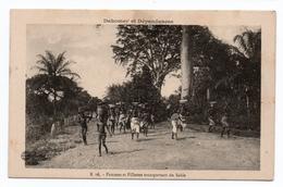 DAHOMEY ET DEPENDANCES - FEMMES ET FILLETTES TRANSPORTANT DU SABLE - Dahomey