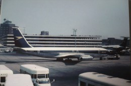 BOAC  B 707  G APFD     HEATHROW AIRPORT - 1946-....: Era Moderna