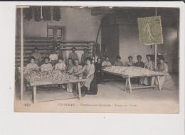 CPA - VIDAUBAN - Etablissement Séricicole - Triage Des Cocons - Vidauban