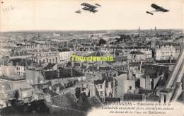 CPA AVIATION  ANGERS PANORAMA PRIS DE LA CATHEDRALE AU MOMENT OU LES AEROPLANES PASSENT AU DESSUS DE LA PLACE RALLIEMENT - ....-1914: Precursors