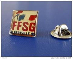 Pin´s FFSG Fédération Française Des Sports De Glace - Jeux Olympiques Albertville 92 - Coq Sportif Tricolore (PU52) - Jeux Olympiques