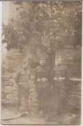 CPA PHOTO GUERRE 1917 1918 Souvenir De 3 Soldats Militaires Américain U.S. Army Dans Un Village En France - Guerre 1914-18