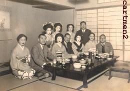 GRANDE PHOTOGRAPHIE : FAMILLE JAPONAISE GHEISHA THE PHOTOGRAPHE YOSHICHO TOKYO JAPON JAPAN JAPANESE PHOTOGRAPHER - Photographs