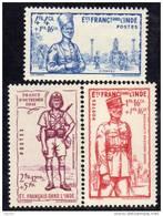 Inde N° 123 / 25 XX   Défense De L´Empire Les 3 Valeurs Sans Charnière , TB