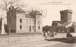 63 Puy De Dôme  :  Chateaugay  La Place De La Mairie Et Le Château   Réf 2395 - Altri Comuni