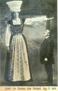 Grete - The Giantess From Iriesland - Age 15 Iears - Geante Irlandaise De 15 Ans En Habits Traditionnels - Ierland