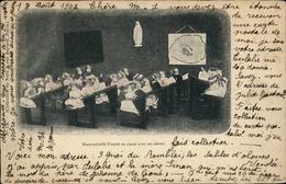 POUPEES - Fantaisie - Jouets - Mademoiselle Poupée En Classe Avec Ses élèves - Jeux Et Jouets