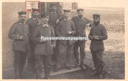 CARTE PHOTO ALLEMANDE    LABRY CONFLANS 1917  Groupe De SOLDATS ALEMANDS Devant Leur LOGEMENT ? - Sonstige Gemeinden