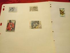 D0721 LOT FEUILLES MONDE A TRIER BELLE COTE DÉPART 10€ - Sammlungen (im Alben)