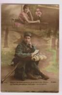 Soldat  Lisant Une Lettre Sur Son Havresac - Patriotiques