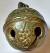 Grelot Ancien En Bronze Tyrolien 18ème Siècle - Décor Grappe De Raisin Feuille De Vigne Et étoile - Cloches