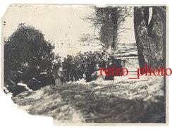 Photo Guerre, Ww1, Légendée Au Verso : Meuse 1915, Sur Le Champ De Bataille, Messe, Aumônier, .... ( Dans L'état ) - Guerre, Militaire