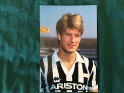 Fotografia Formato Cartolina Di Michael Laudrup Della Juventus - Fútbol