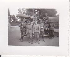 Foto Deutsche Soldaten Mit Artillerie - 2. WK - 4*3cm (26002) - Krieg, Militär