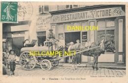 83 // TOULON   Le Torpilleur Des Rues, Devant Bar Restaurant De La Victoire,  N° 60 Edit Galeries Modernes - Toulon