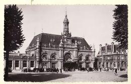 X59132 VALENCIENNES Nord La GARE CPSM Auto Façade Place 1940s -Papeteries MORELLE TRIQUOIT 2 - Valenciennes