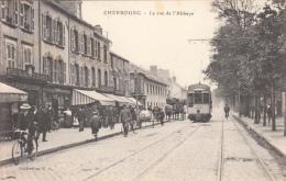 50 - Cherbourg - La Rue De L´Abbaye Tramway Magasin De Cycles Animée - Cherbourg
