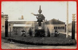 ? CPA CARTE-PHOTO (a Priori) 45 LOIRET (commune Commençant Par BRI...) Fabrique Jouets Décor Exposition Coloniale - France
