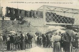 PONTS DE CE CATASTROPHE ARRIERE DU TRAIN RESTE SUR LE PONT CHEMIN DE FER 49 - France