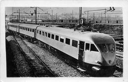 CARTE PHOTO - TRAIN - AUTOMOTRICE à Identifier - TBE. - Trains