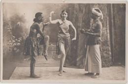 CPA PHOTO DANSE DANCE Jeunes Femmes Spectacle Danse Chorégraphie Indienne Costumes Bijoux - Dance