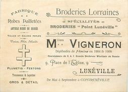 """54 - LUNEVILLE - BRODERIES LORRAINES - FABRIQUE 'Mlles. VIGNERON"""" - CARTE COMMERCIALE ANCIENNE (9 X 12 Cm) - TBE. - Luneville"""