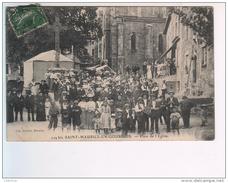 (n°580)  CPA 42 ST SAINT MAURICE EN GOURGOIS Place De L´église Sortie De Messe  ____ Luxe  Grosse Animation - Autres Communes