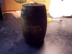 Grappa Libarna Fine: Bottiglia Mignon Tappo Metallico In Botte Di Legno - Spiritus