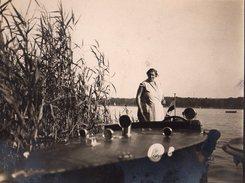 Photo Originale Bateau à Moteur Runabout In Board Genre Riva Vers 1920-30 & Femme à Son Bord - Barche