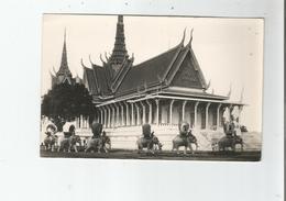 CAMBODGE 36 PHNOM PENH CARTE PHOTO  ELEPHANTS ROYAUX DEVANT LE PALAIS ROYAL - Cambodge