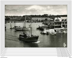 CPSM  CONCARNEAU - Chalutiers Rentrant Au Port - Concarneau