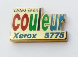 C016 - Pin's Informatique XEROS 5775 Diles Le En Couleurs Signé Caroline Lefranc - Informatique