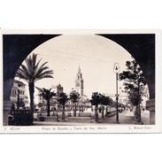 SVLLTPA1944-LFTD5447.Tarjeta Postal DE SEVILLA.Edificio,arboles.contraluz De La PLAZA DE ESPAÑA Y LA GIRALDA DE SEVILLA - Contraluz