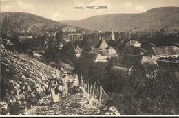 PORT LESNEY - Femmes Remontant La Montagne  67 - Autres Communes
