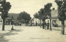 49 Maine Et Loire  COURLEON  La Place Trés Animée  Voyagée - Autres Communes