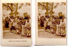 SUMATRA - GROUP OF NATIVES - CAVANDERS CIGARETTES PEEPS INTO MANY LANDS 1920s - Foto