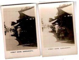 JOGJAKARTA  - STREET SCENE - CAVANDERS CIGARETTES PEEPS INTO MANY LANDS 1920s - Foto