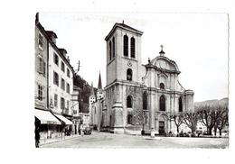 Cpm - 39 - SAINT-CLAUDE - Cathédrale - 1962 - Cim N°21 - GARAGE SIMCA Voiture Animation Pompe Essence - Saint Claude