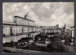 1953 MOTTOLA PIAZZA XX SETTEMBRE FG V SEE 2 SCANS ANIMATA CORRIERE - Altre Città