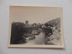 Photo De Lagrasse (Aude), Son Vieux Pont Et Les Ruines Du Cloître Désert. 23cm/17cm. - Foto