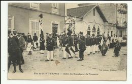 Cpa SAINT TROPEZ , Fête , Défilé Des Bravadeurs A La Procession - Saint-Tropez