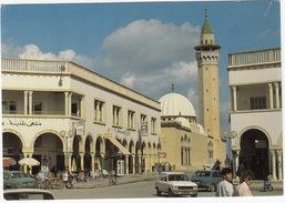 Monastir: PEUGEOT 104 & 2x 504, MOPED - 'Café El Medina'  - (Tunesie) - Voitures De Tourisme